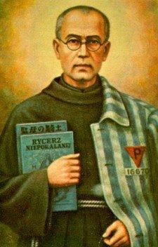 Toen eind juli 1941 in Auschwitz 10 mannen tot de hongerbunker veroordeeld werden nam Maximiliaan Kolbe de plaats in van een vader van 2 kinderen. Kolbe werd uiteindelijk gedood door een injectie op 14 augustus. Paus Johannes Paulus II verklaarde hem op 10 oktober 1982 heilig (martelaar)